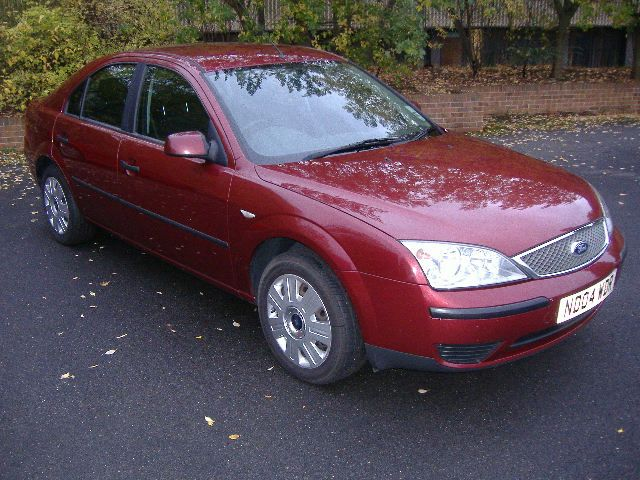 Ford Mondeo 2.0 Lx Hatchback Diesel RedFord Mondeo 2.0 Lx Hatchback Diesel Red at Sandbeck Garage Wetherby